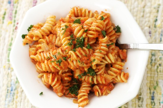QUICK & EASY ROASTED RED PEPPER PASTA!!