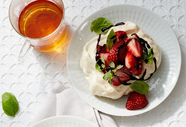 VANILLA-BASIL MERINGUE NESTS W/ STRAWBERRIES!!