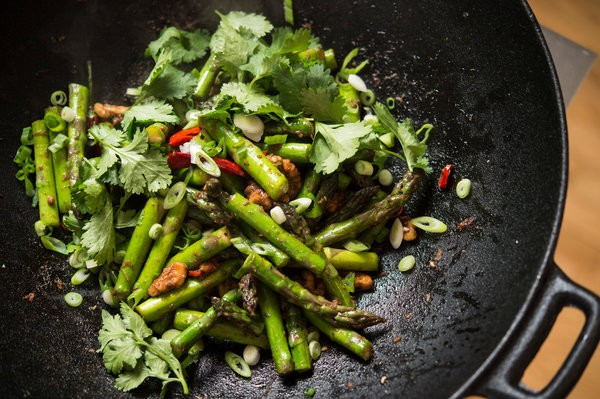 WOK FRIED ASPARAGUS & WALNUTS!!
