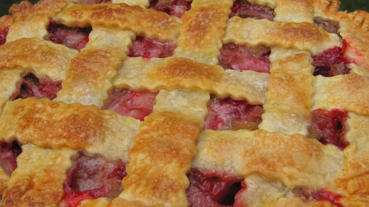 Delicious Strawberry Rhubarb Pie!