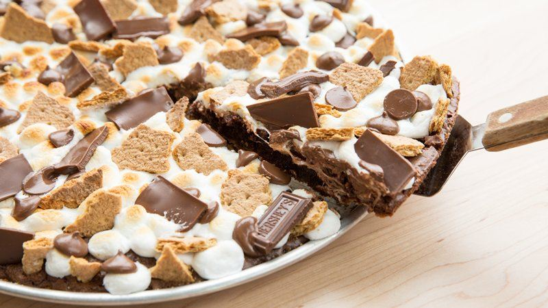 S'MORES BROWNIE PIZZA!!