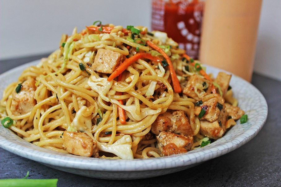 SPAGHETTI WITH CHICKEN AND THAI PEANUT SAUCE!!