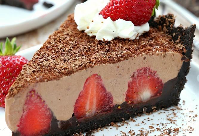 NO-BAKE STRAWBERRY CHOCOLATE PIE!!