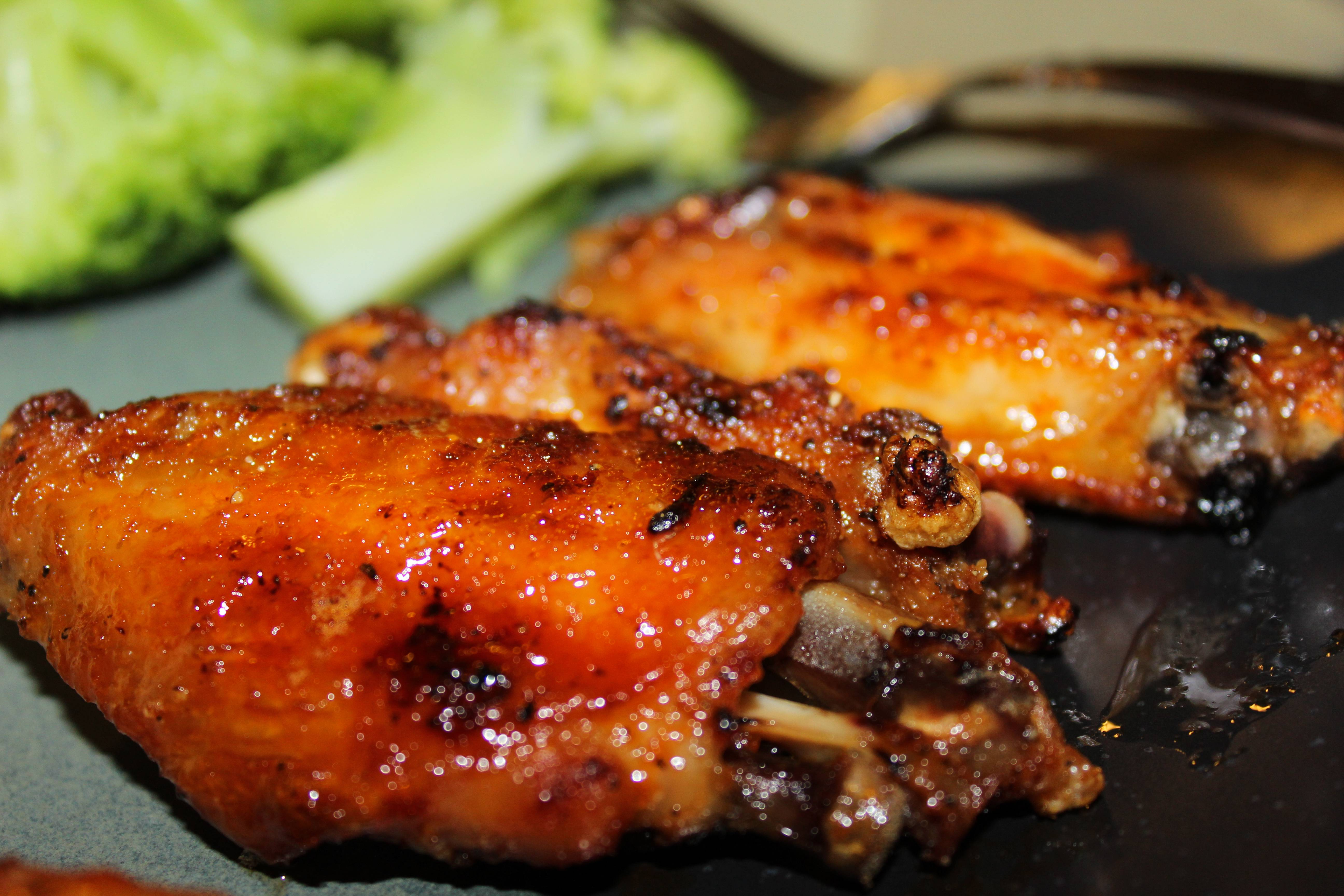 HONEY SRIRACHA CHICKEN WINGS!!