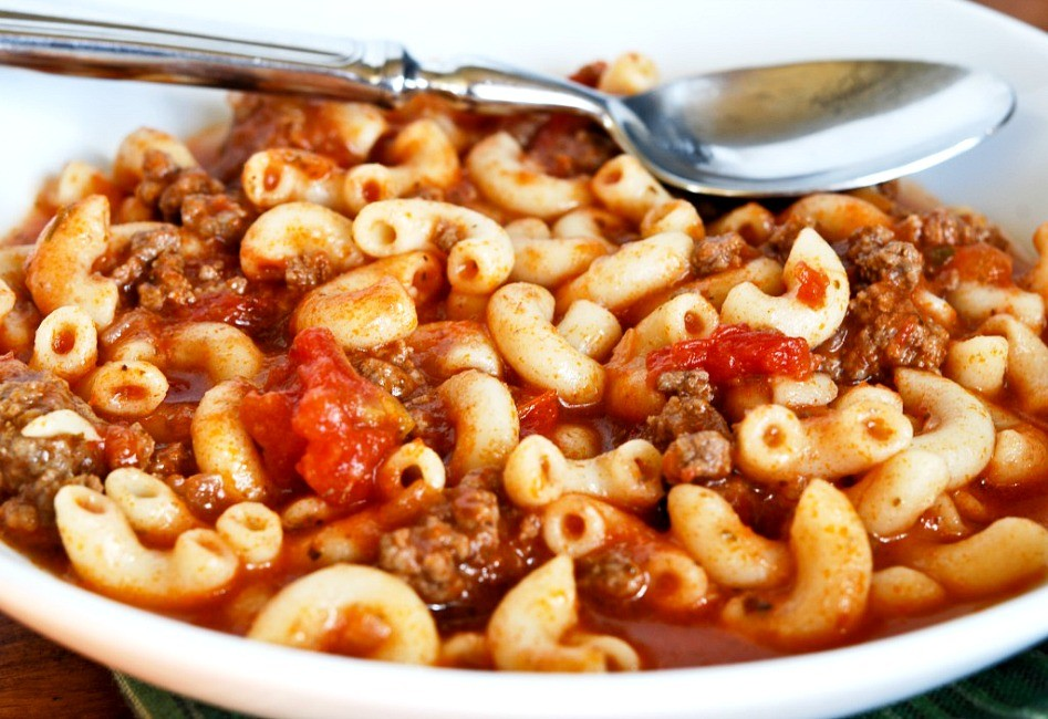 AWESOME AMERICAN GOULASH!!