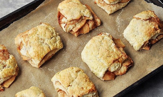 DELICIOUS APPLE PIE BISCUITS!!