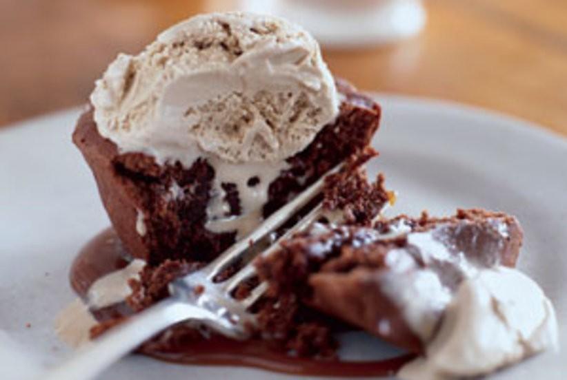 INDIVIDUAL CHOCOLATE MELTING CAKE!!